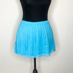 Hollister pleated skirt NWOT medium